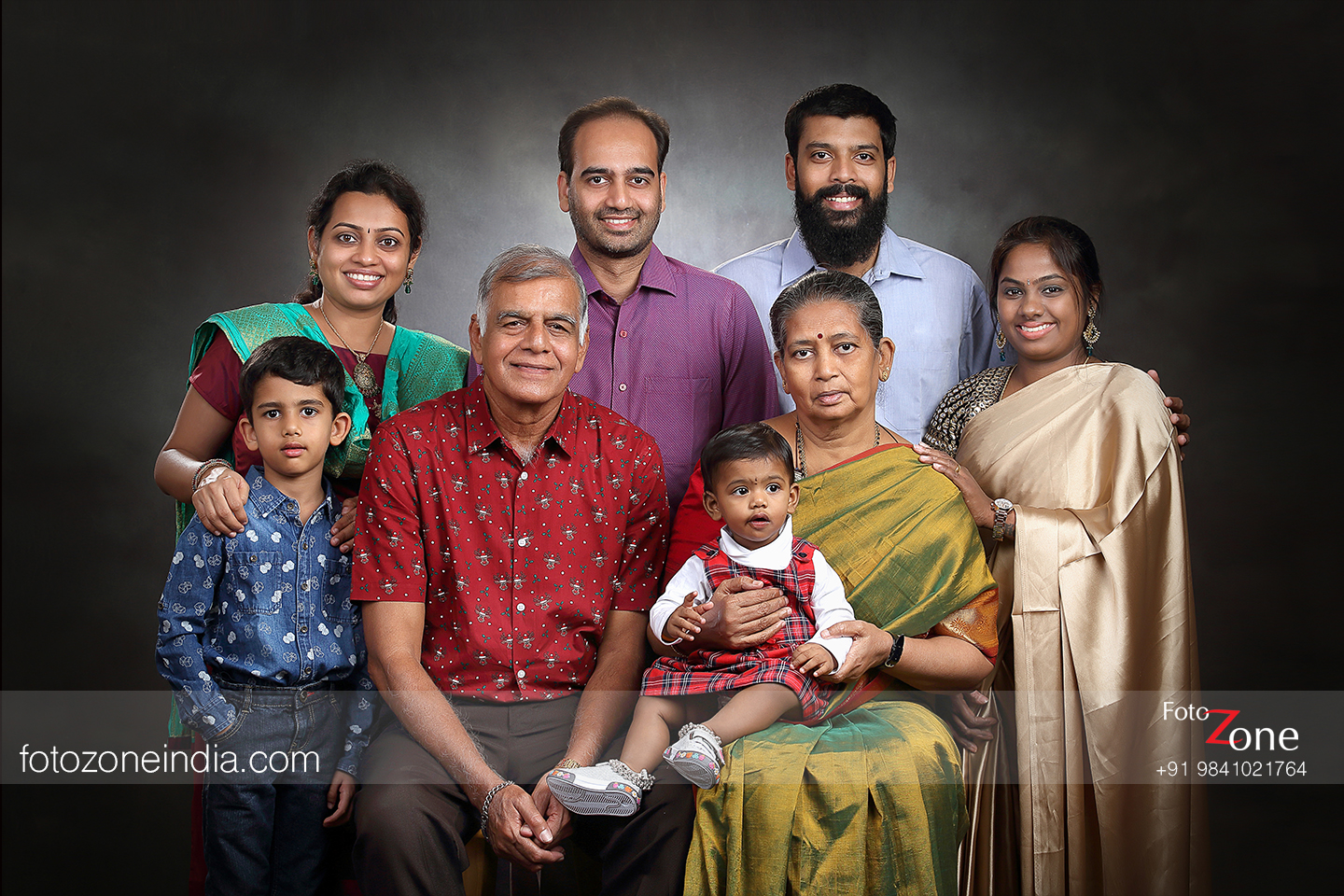Armed with world class equipments and a fully functional indoor studio foto zone family portrait photographers offer various suggestions